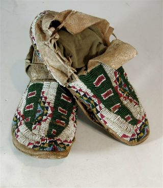 Ca1890s Pair Native American Sioux Indian Bead Decorated Hide Moccasins Beaded