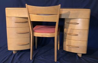 1950s Heywood Wakefield Kneehole Desk And Chair Model M320 Champagne Finish