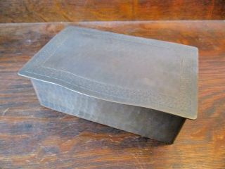 DIRK VAN ERP BOX WITH DECORATIVE ARTS AND CRAFTS BORDER ON THE LID 2