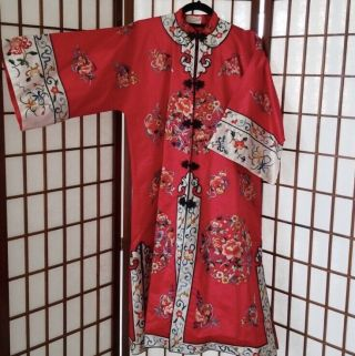 Vintage Antique Asian Chinese Floral Embroidered Red Silk Petite Robe Kimono