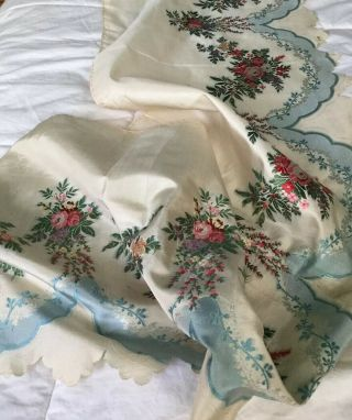 Mid 19 Th Century Silk Brocade Flounce With Beautuful Roses
