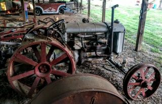 Antique Fordson Tractor Agriculture 3