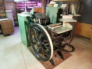 Chandler and Price 8x12 antique letterpress printing press. 2