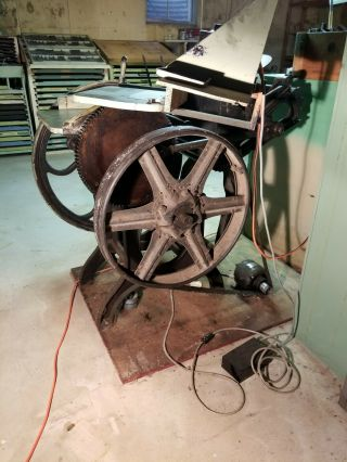 Chandler and Price 8x12 antique letterpress printing press. 3