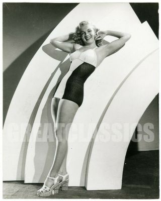 Marilyn Monroe 1952 Young Swimsuit Pin - Up Vintage Photograph