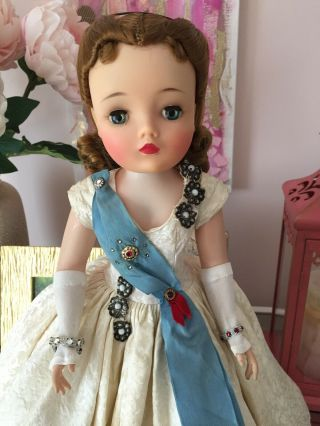 Madame Alexander Vintage Cissy 1959 Decor Queen