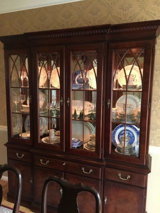 Ethan Allen China Cabinet Antique Mahogany Finish, .