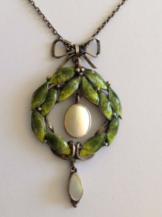Wonderful Arts & Crafts Green Enamel & Mop Pendant Necklace