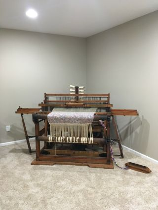 Antique Newcomb Loom Company - Weaving Rug Loom
