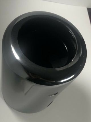 Apple Mac Pro 6.  1 3.  5ghz 6 - core Xeon E5 2x FirePro D700 32gb RAM 1TB SSD Rare 5
