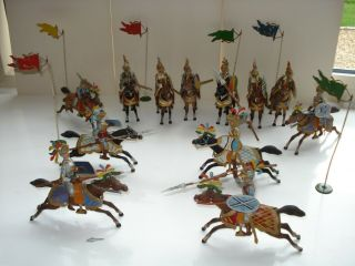 Vintage Lead Soldiers/knights And Horses,  Full Army 12 Horses And Riders.  Flags.