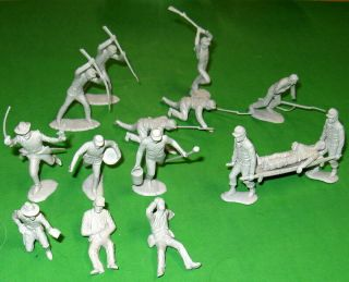 Marx Complete - Matched Set Of Light Grey Confederate Medical Poses.