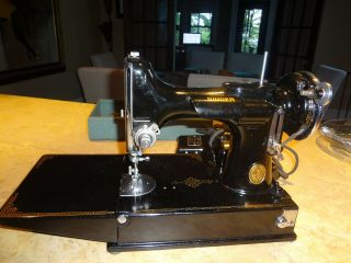 Antique Singer Featherweight 221 - 1 Portable Sewing Machine Serial Ad546289