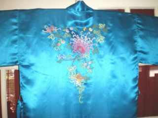 Fine Old Chinese Turquoise Silk Robe/kimono W/embroidered Chrysanthemums