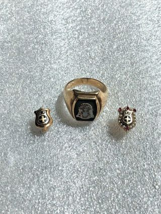 Vintage Two 10k Solid Gold Kappa Alpha Order Pin Badges & 10k Coat Of Arms Ring