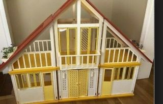 Vintage Barbie Dream House With Furniture 1978