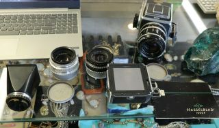 Vintage Hasselblad 1000 F Camera Zeiss Lenzes And Accessories