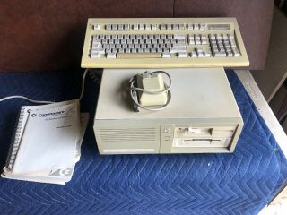 Vintage Commodore Pc20 - Iii With Keyboard And Mouse
