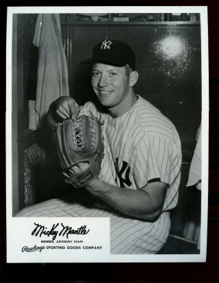 Vintage Rawlings Sporting Goods Premium Photo Mickey Mantle With Glove Nrmt