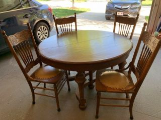 Antique Solid Oak Dining Room Table With 4 Chairs And 2 Leaves.