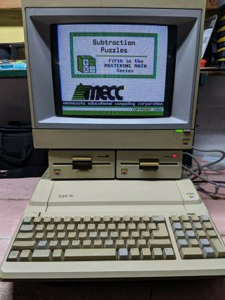 Vintage Apple Iie Computer With Monitor And 2 Floppy Drives - And