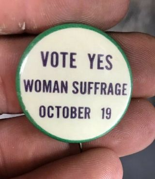 """Very Rare 1915 """" Vote Yes Womans Suffrage October 19"""" Pinback - Jersey"""