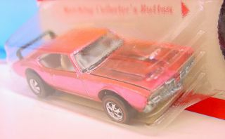 HOT WHEELS REDLINE FACTORY FLAW ' OLDS 442 PINK ?? BASE MINTY CARDED 4